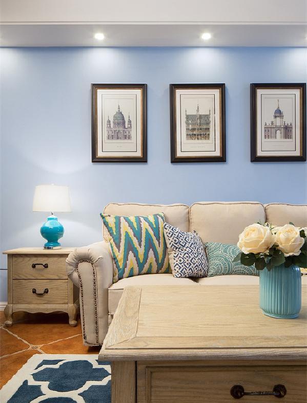 建筑挂画、几何图案的抱枕和地毯,给家提供更多的丝丝情调。