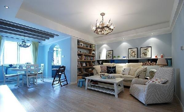 计师运用了很多巧思妙想,将书柜来充当隔墙,节省了的空间,还使空间整洁易打理。