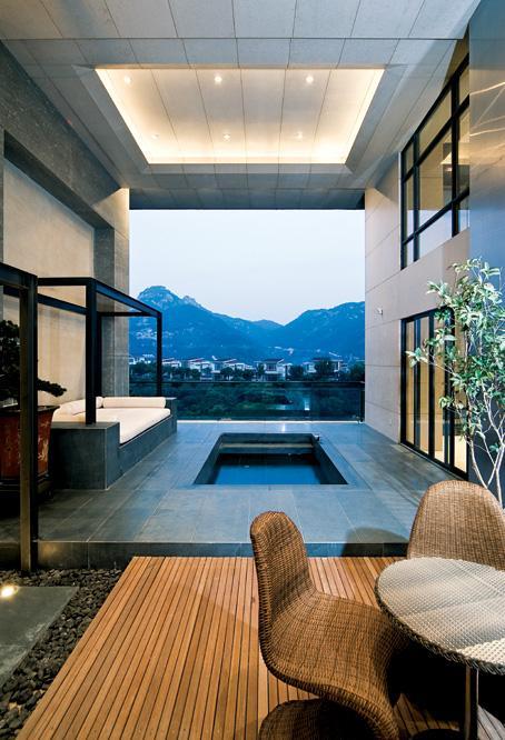 顶面上造型设计美观、大气,让整体的空间看起来大方、和谐、统一。