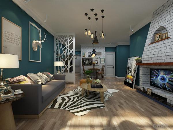 客厅的硬装色彩还是比较朴素的,在茶几和桌子的选材上都是选用的木色家具