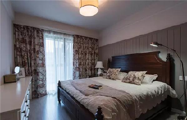 卧室好像在美剧里见过的样子,有木有?