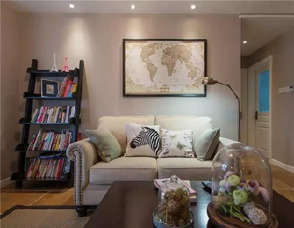 田园风的浅色布艺沙发,搭配米色墙壁,使氛围更加的温馨。
