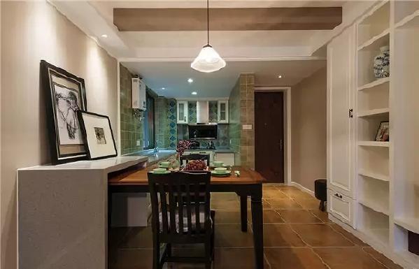 桌子能藏到隔板下,很巧妙的节省了空间。别再说家里没餐厅啦,一个走廊足够!