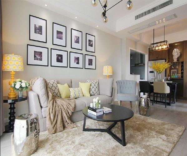 客厅采用大块地砖产生视觉上延伸的效果.