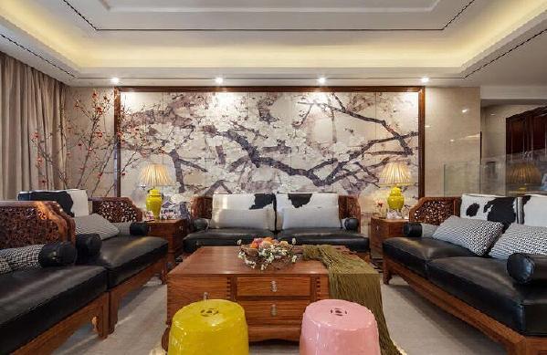 以时尚简洁的中式古风为整体风格。将不同的空间加以处理,并且将家具摆设安排得紧然有序,精制而不繁杂。