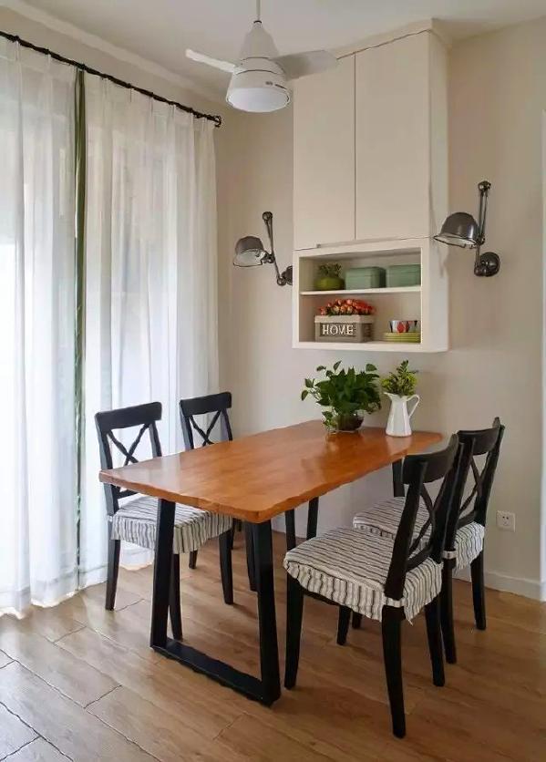 ▲ 餐厅用小型吊柜装饰背景墙,更实用