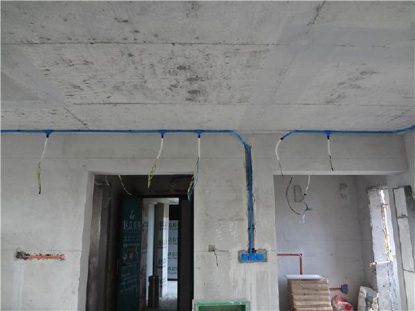 水电阶段,根据线路图合理敷设走线。
