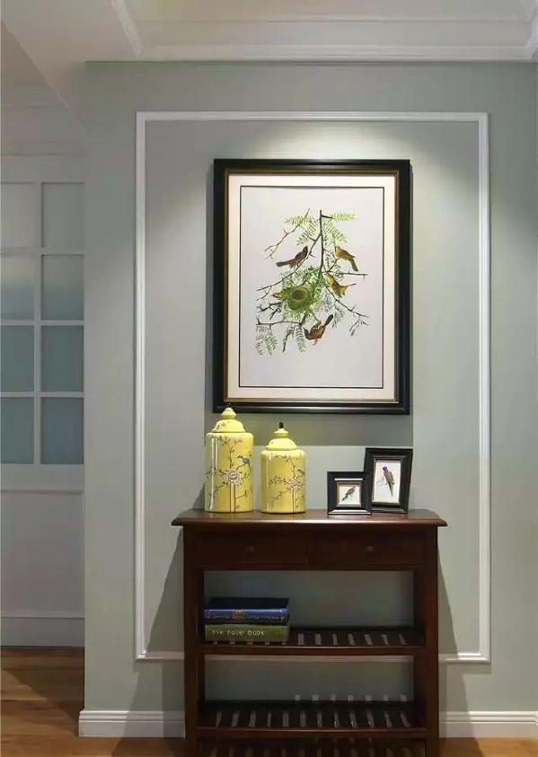▲ 建筑面积129平,简美风格,进门端景一个小柜子和一幅装饰画,各种花鸟元素