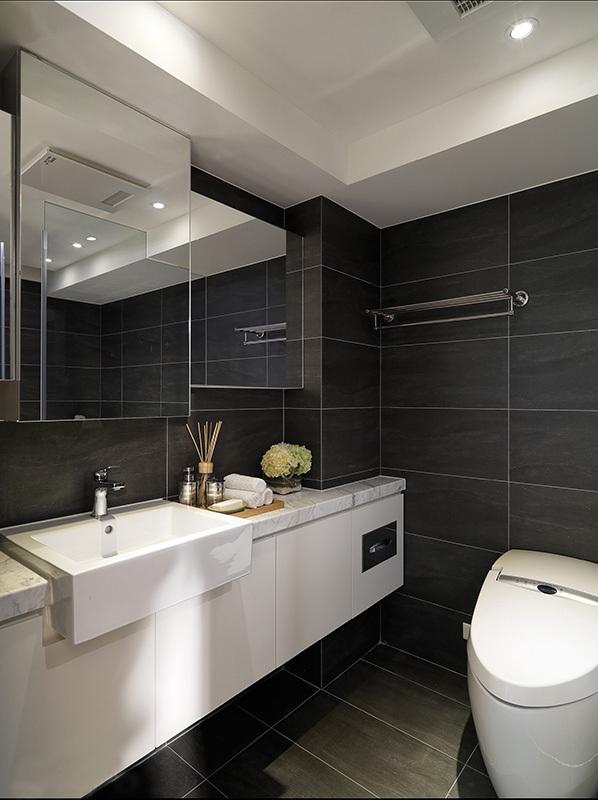 简约 三居 黑白 唯美 卫生间图片来自rongzhimei在黑白唯美的分享