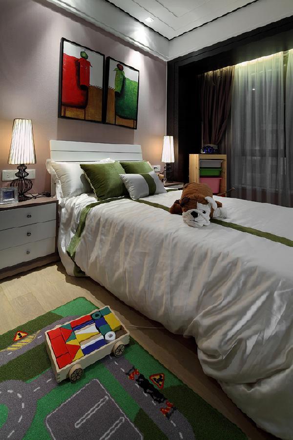儿童房的的装饰就不必有沉稳内敛的元素在,儿童活泼好动,自然要有一些明亮的色彩做点缀