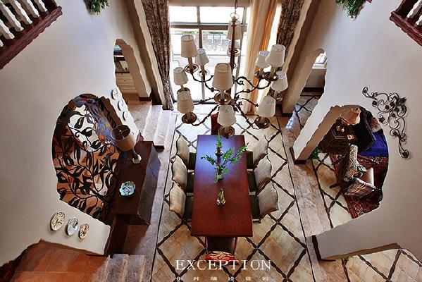 什么是家居软装设计?它是指通过家具、布艺、灯饰、花艺绿植等可更换的装饰材料或装饰物品进行室内装饰摆放,这样不仅可以改善和优化居家环境,还可以起到陶冶情操的作用。