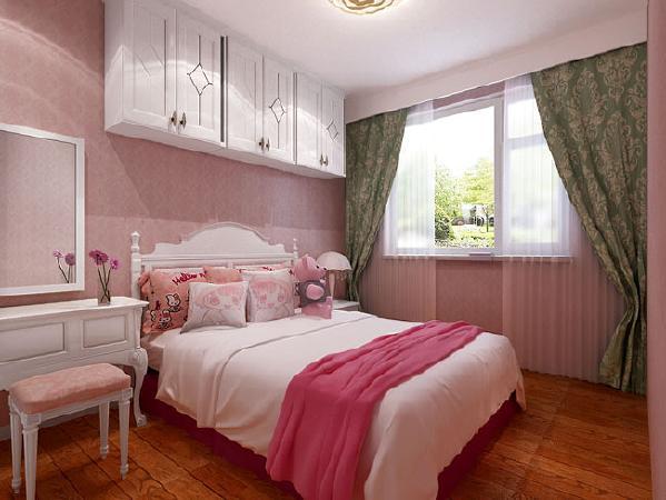 女孩房整体粉色系色调,是外孙女的最爱。