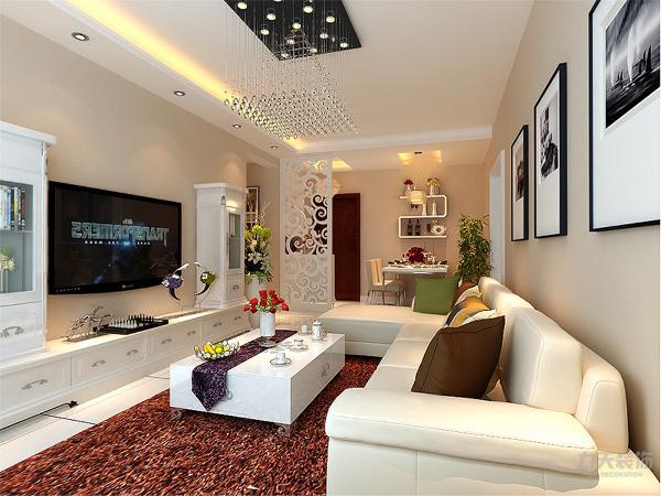 电视背景墙做了储物柜,增添了整个空间实用性。沙发墙运用手绘配合照片墙的装饰,沙发选用了浅色系作为装饰。