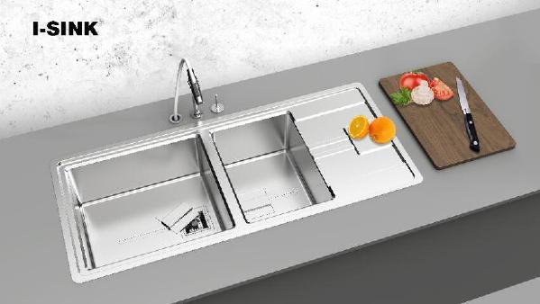流畅的外观线条设计 R15的圆角设计,无死角、易清洁 独一无二的引水线,易清洁 人性化的下水设计,给橱柜更多的空间安装其他产品