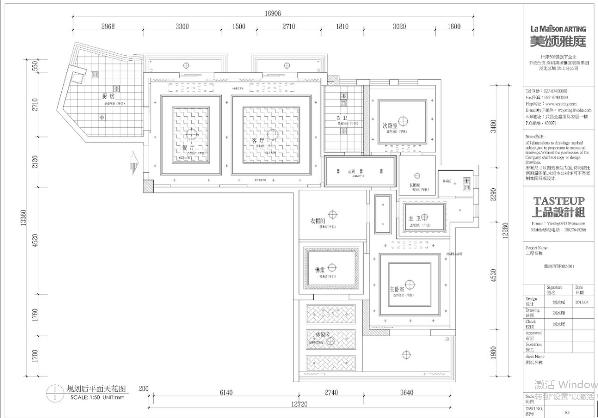 客厅与餐厅是连在一起的,是一个长方形。设计师在吊顶平面做了分区,客厅的入户右边的墙比较长,在墙面设计上我采取了对称的手法。地面的拼花与顶面对称,使空间隔而不断。