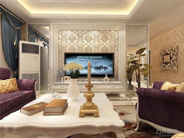电视背景墙中间是壁纸,两边是菱形镜。地面材料以石材为主,客厅圈了一圈波导线,有拼花。过道是拼花地砖。