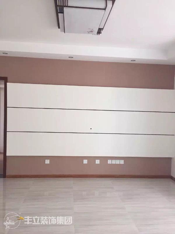 """客厅电视墙造型验收图~            """"好工地 丰立造"""" 喜欢的业主可以在店铺主页在线咨询哟~"""