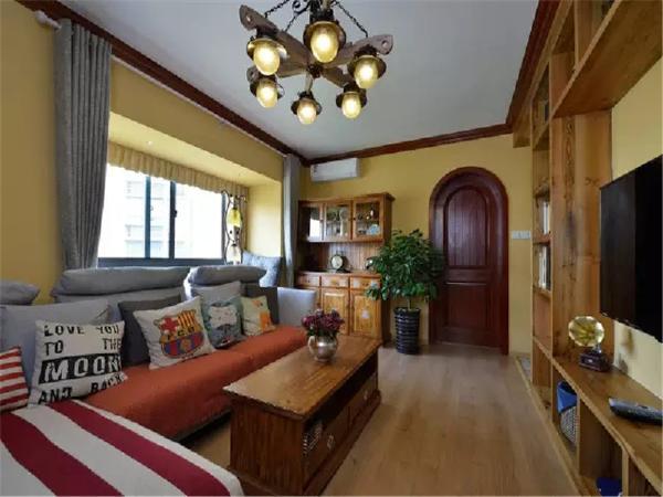 两间卧室门与门相对,分别在客厅的两边,但优雅的圆拱从视觉上使人淡化了风水上的不足。
