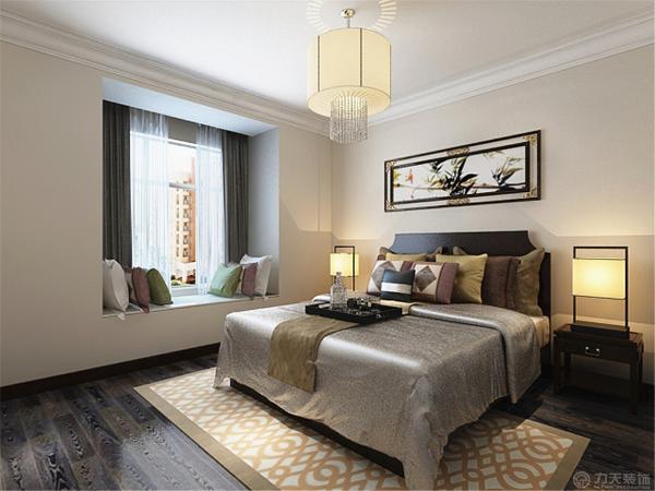 主卧室家具采用深木色的床和衣柜,所以在墙面采用了浅黄色的墙漆,使空间看起来明亮些许。