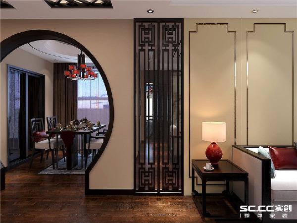 拱形门带有传统中式的意境,其吊顶与客厅相互呼应。