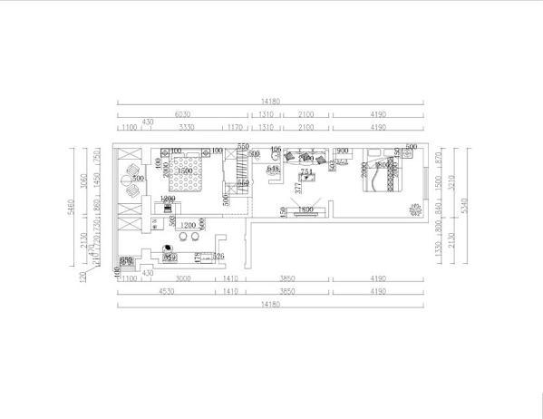 入户左边是厨房的空间,前方是次卧的位置,阳台空间可作为休闲区,右边是一个卫生间的空间,依次是一个客厅的设计,与入户门相邻的是主卧,主卧方形方正可放置双人床以及梳妆台,这边构成了整个空间。