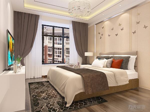 主卧室的空间比较宽敞而且采光相对较好,顶部的石膏板灯池吊顶造型修饰作用但也不会破坏整体的现代感,整套方案风格统一,实用性与舒适度较强。