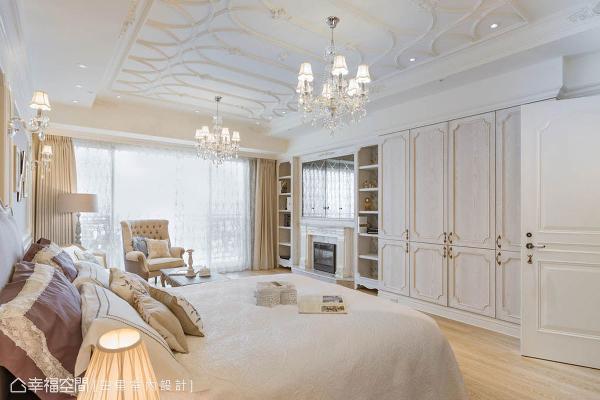 沿用屋主的旧家私,傅琼慧设计师以其旅游欧洲的经验,透过细致的手作工法,为屋主打造出外国感的露台空间。