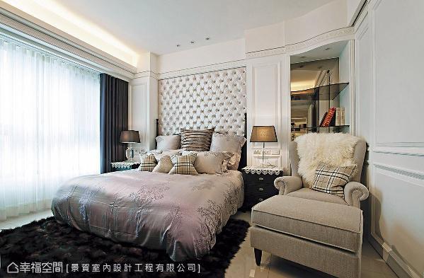 延续古典奢华主题,绒布质感的床头墙搭配细腻的线板造型,营造出优雅动人的场域气息。