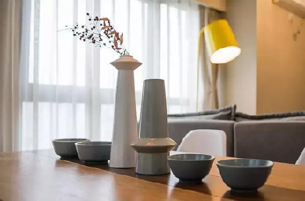 由于线条简单、装饰元素少,现代风格家具需要完美的软装配合,才能显示出美感