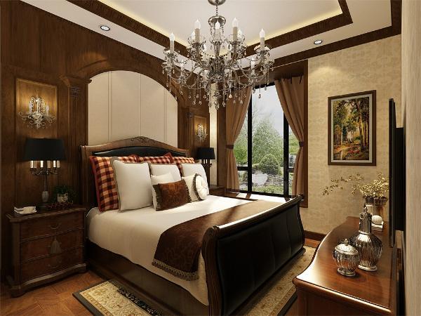 次卧的下面是客卫的空间,地面采用地砖,墙面铺装大理石,方便收拾又很美观。下面是主卧的空间,且主卧配有卫生间,主卧的采用浅黄色壁纸,床头背景墙为美式实木造型墙,并配有壁灯,地面为强化复合地板。