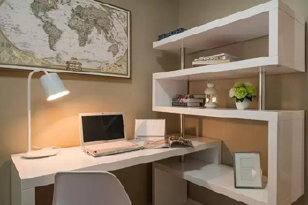做这一设计时充分考虑到室内与室外空间的交流,因势利导地的设想,如开阔敞亮的大厅要采用对比色处理,明、暗、黑、白之间的处理