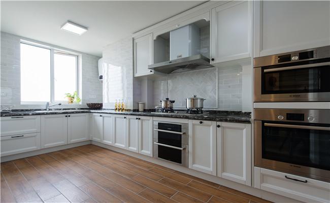 美式 混搭 厨房图片来自玉玲珑装饰在美式混搭风格的分享