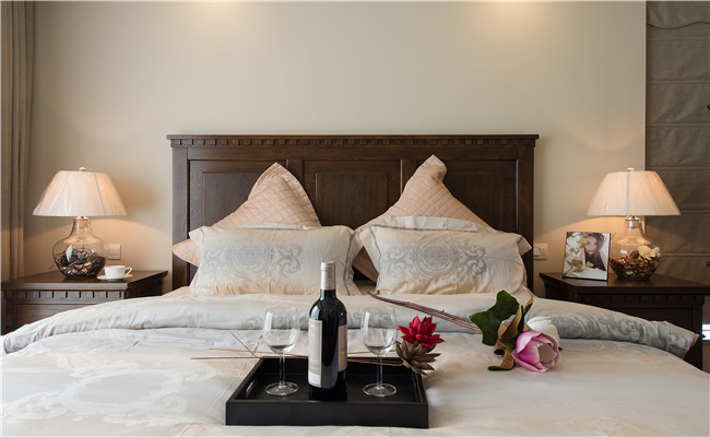 美式 混搭 卧室图片来自玉玲珑装饰在美式混搭风格的分享