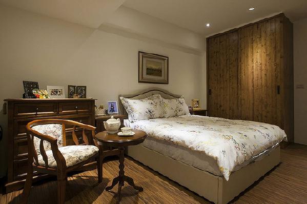 木皮染色衣柜与乡村风格家具,以经典表情渲染乡村风情。