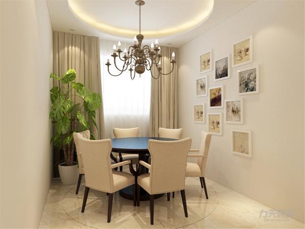 在餐厅的设计中,采用了木色系的餐桌椅搭配白净的窗帘。白色和明亮玻璃的结合创造出了现代的洁净与明亮。