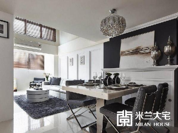 开放式的客餐关系,承接两层楼高度的灿亮采光,同时为通往主卧、卫浴、厨房、储物间的动线枢纽。