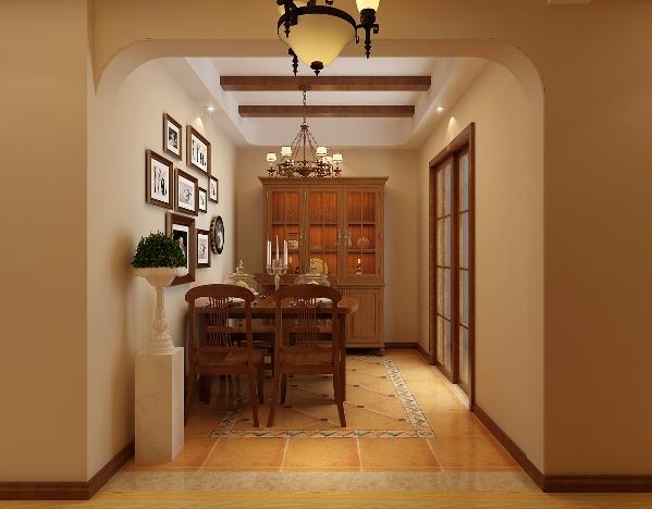 过道:过道非常的狭长,所以用顶面造型的差异化来区分出一个门厅空间,碳烤桑拿板的材质搭配铜质美式吊顶,使从入户开始便体会到深深的设计感。