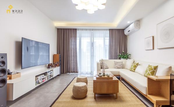 整体效果强调一种自然色彩的沉静,通透开放,白色电视柜整合电器和cD收纳,功能性强的家具,造型简洁不多余。这样的韵味,如同一杯清茶,让人回味无穷。