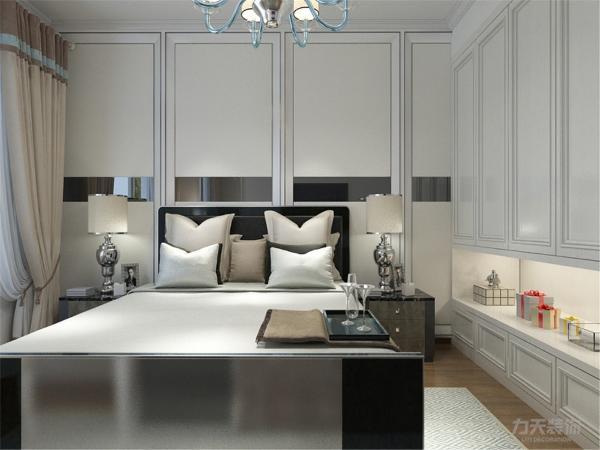 在卧室的设计中,同样我们采用了木色的木地板与现代相结合,白色的衣柜配搭黑白的双人床使偏冷色系的空间有了少许温暖和亲切,地板采用的是实木复合地板具有防滑的功效,整个空间也是多采用简洁明朗的线条。