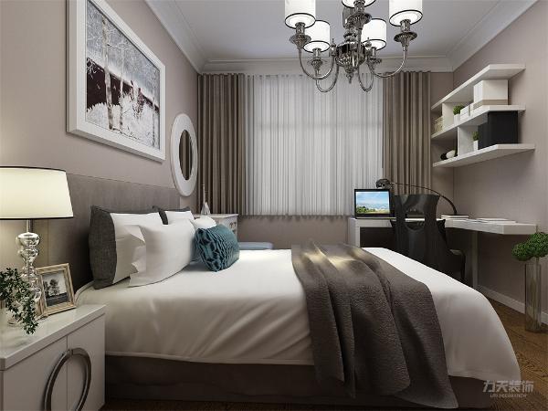 主卧室的采 光相对较好,而且主要注重实用性,主卧的飘窗也可为整个空间提供一点浪漫气息,整套方案风格统 一,实用性与舒适度较强。