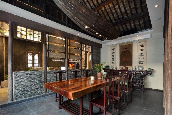 会议空间,谁说这样的空间就只能开会用,中堂的条案在平时供团队开会用的同时,又可作为用餐区域,同事朋友在会后作为就餐区,这样的空间你幻想来感受么~