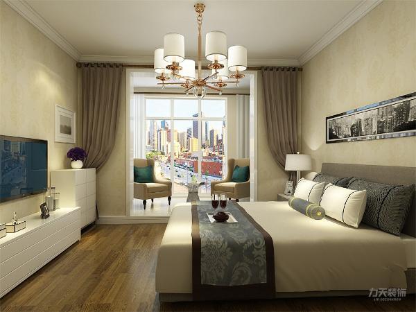 主卧室的采光相对较好,而且主要注重实用性,主卧的阳光房可为整个空间提供一点休闲娱乐的空间,整套方案风格统一,实用性与舒适度较强。
