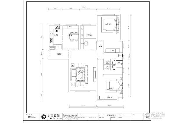 入户我们的正前方,首先看到的是一个较大的空间,它是休闲娱乐的设计,左边是一个餐厅的设计,是整个空间的视觉中心,与餐厅相邻的是厨房,在走道的右边是一个很大的空间可作为客厅。