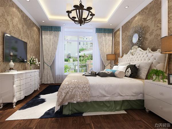 卧室的设计也采用花朵的墙纸,与客厅相呼应,卧室墙体做了简单的造型,使空间更有层次感,适度的装饰使家居不缺乏时代气息。
