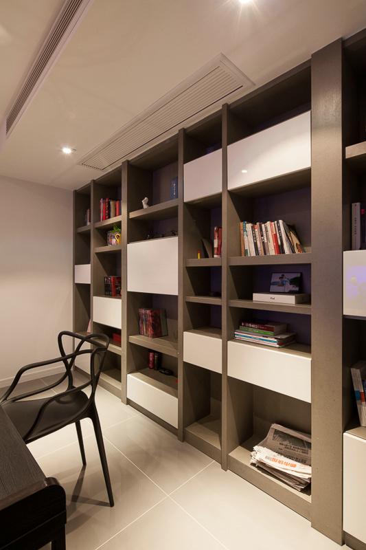 混搭 80后 小资 书房图片来自上海倾雅装饰有限公司在彩色梦工厂的分享