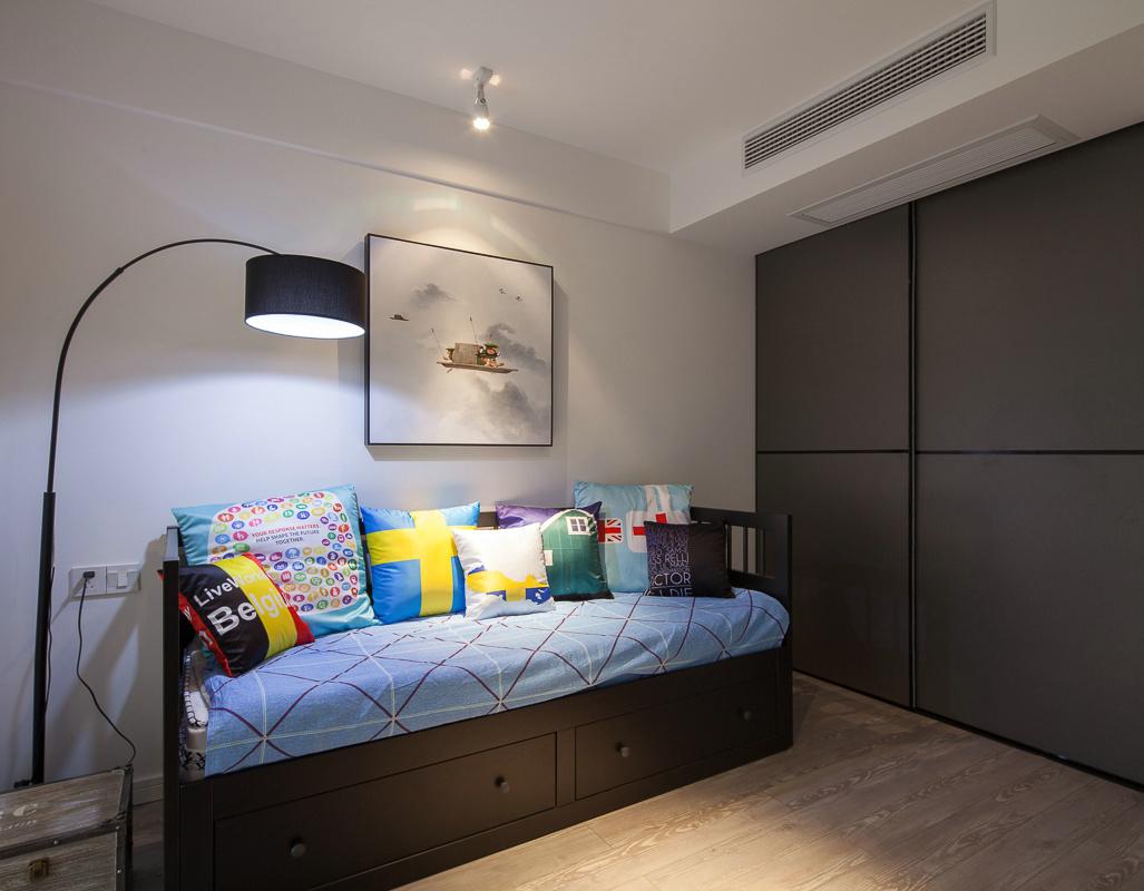 混搭 80后 小资 客厅图片来自上海倾雅装饰有限公司在彩色梦工厂的分享