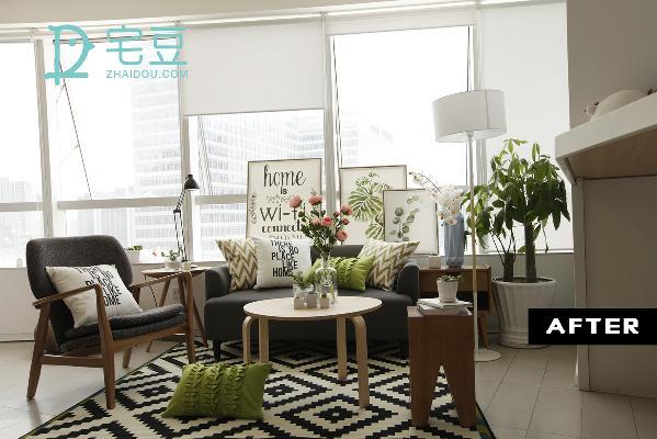 改造后柔软的抱枕和地毯的搭配则中和了沙发刚硬的感觉,添加了同样灰色的沙发椅,围成一个温馨的小空间,极简中藏着生活的随性、自然。