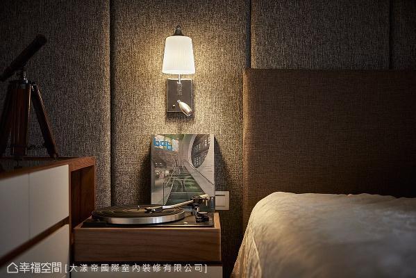 昏黄的灯光搭配布置小物,让生活更添质感与情调。