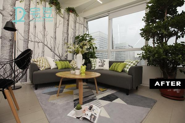 改造后,两边的墙壁经过改造后,家居物的增加使房间空间充盈,整个空间以森林为主题运用原木家具和深浅不一的绿色填充,打造成为清新舒适的氛围。