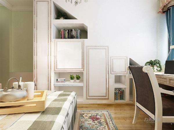 在主卧的设计上,我们在除了运用中式的元素外,还添加了现代元素,通过榻榻米的设计,给空间增加了休闲、储物等更多的功能空间。
